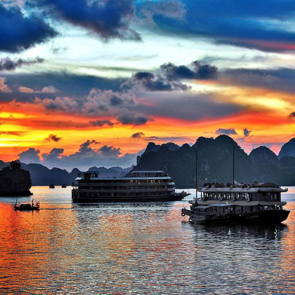 Discovering Halong Bay by Kayak
